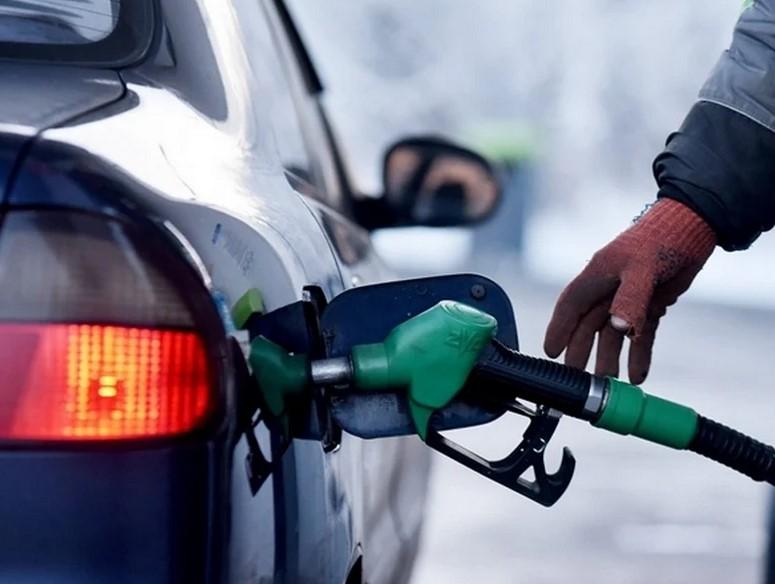 Автолюбителям придется тяжело - очередной рост цен на бензин